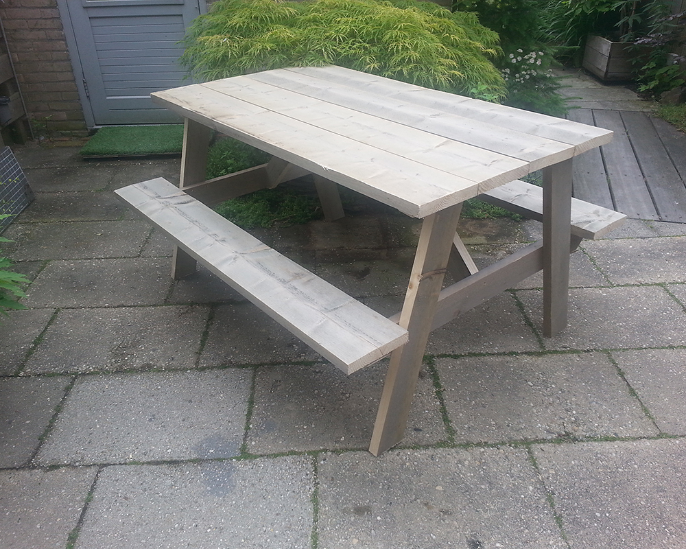 Picknicktafel van steigerhout